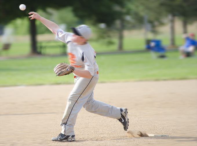 少年野球で野手の投げ方を指導しよう