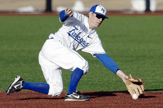 少年野球での外野ノックの練習メニューと外野フライの追い方